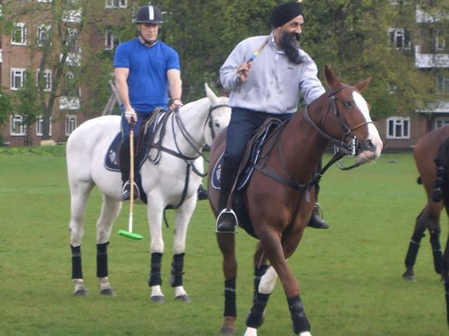 Camino Real coaches Sikh team in London
