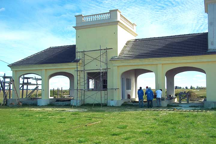Camino Real Country Club is Finalising works on the Entrance Gate.